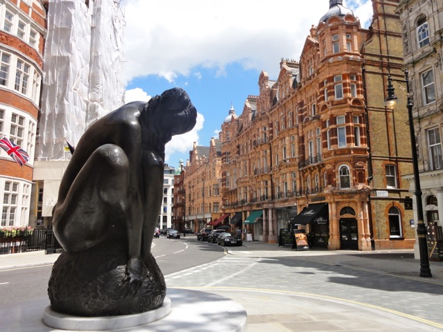 How my life went from ordinary to extraordinary - London Statue