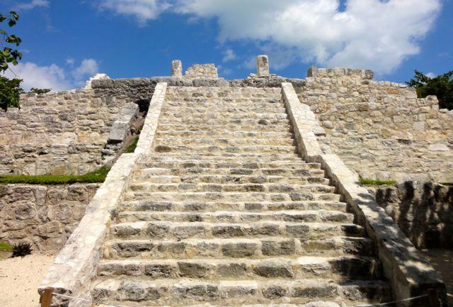 Museo Maya de Cancun Ruins