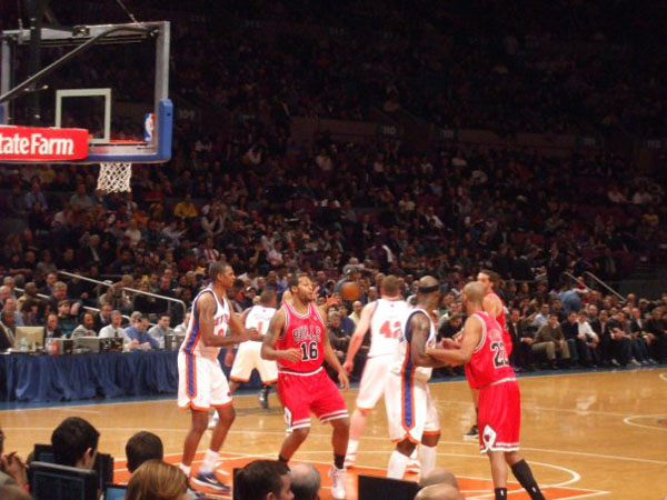 Watching A NBA Game At Madison Square Garden   Chicago New York   1