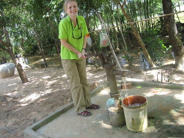 Living the Dream is Escaping the Rat Race - Tammy getting to know local Cambodian life