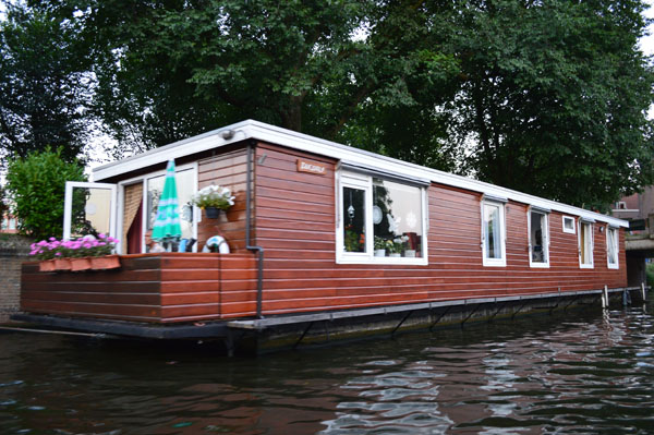 Rediscovering amsterdam suitcase stories for Houseboat amsterdam
