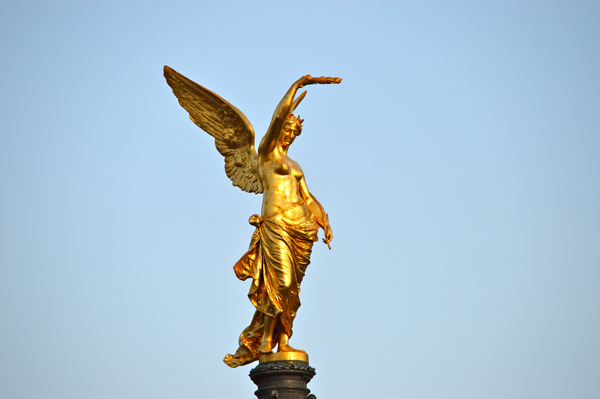Vienna Photo Post - Golden Statue