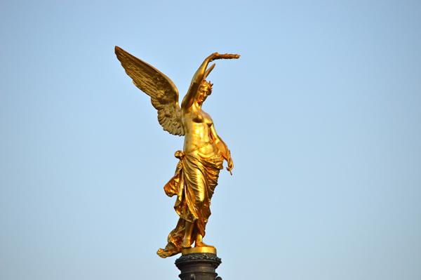 Vienna Photo Post - Golden Statue