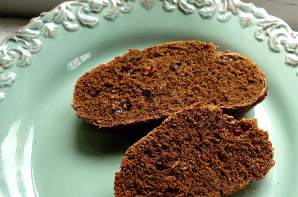 source - http://foodforpoems.blogspot.co.uk/2010/06/pumpernickel-rye-bread-with-raisins.html