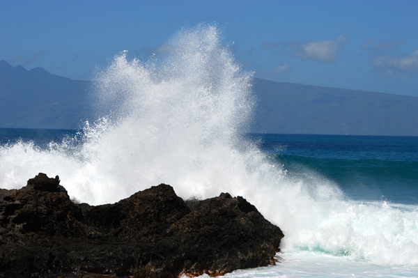 Postcards from Hawaii - Our Best from Oahu, Maui and Kauai - Maui - Waves crashing