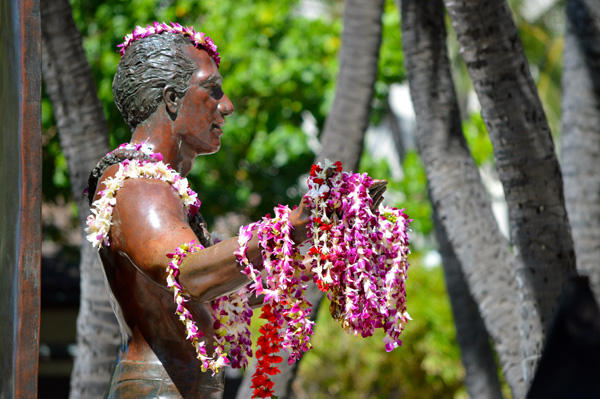 Postcards from Hawaii - Our Best from Oahu, Maui and Kauai - Oahu - Statue