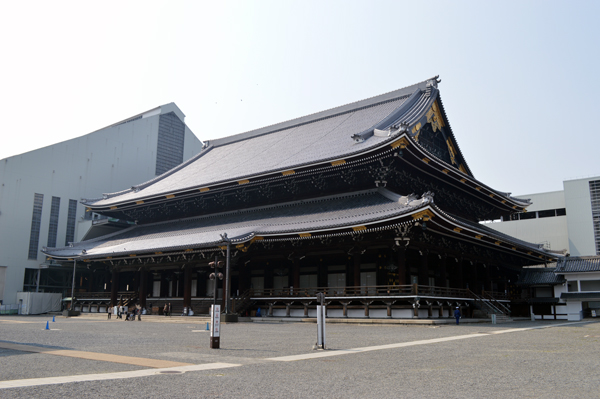 A Self Guided Walking Tour of Kyoto - South - Higashi Honganji