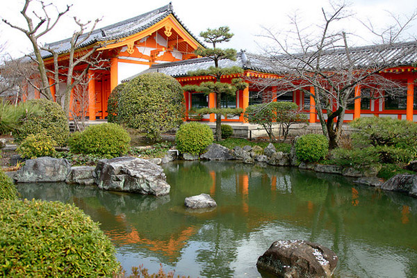 A Self Guided Walking Tour of Kyoto - South - Sanjūsangen-dō - source  davecpayne