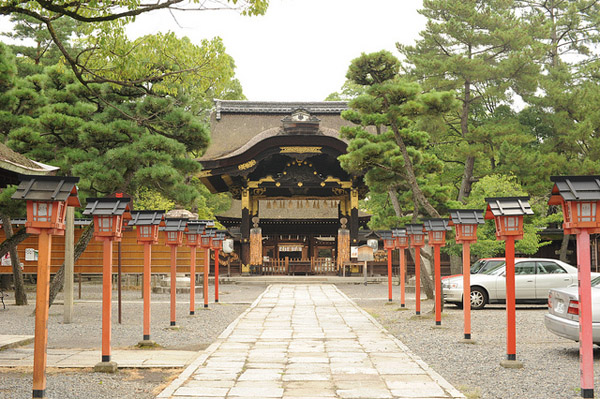 A Self Guided Walking Tour of Kyoto - South - Toyokuni Shrine - source - shok