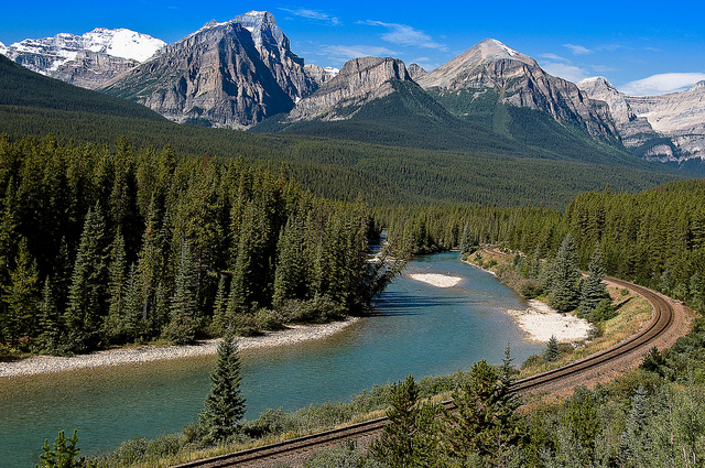 What to see on the drive between Banff and Lake Louise – Canada at its Best!